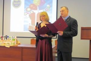 Ведущие праздничную презентацию Мастер-Менеджеры 1 ранга Ибрагимова Татьяна и Самоделкин Сергей