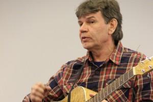 Автор исполнитель, лауреат бардовских песен Владимир Райков, г. Екатеринбург, исполняет свои песни