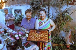 Участники Семинара из Краснодара встречают с пирогом гостей из других городов