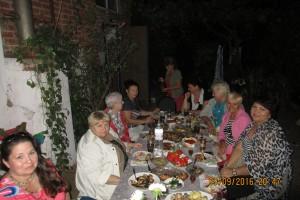 Ужин во дворе у дома Ткачевой Л.А.