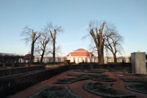 Монплезир - первый дворец Петра-I в Петергофе