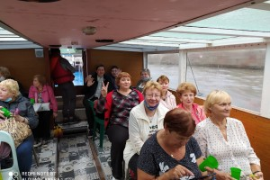 Участники экскурсии на катере